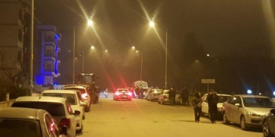 Deprem Balıkesir'de vatandaşları sokağa döktü, İstanbul ve İzmir'den de hissedildi