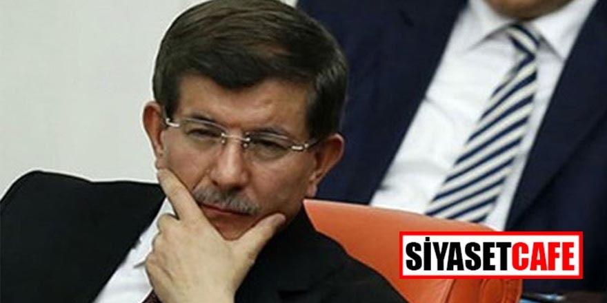 CHP'li isim Ahmet Davutoğlu hakkında suç duyurusunda bulundu
