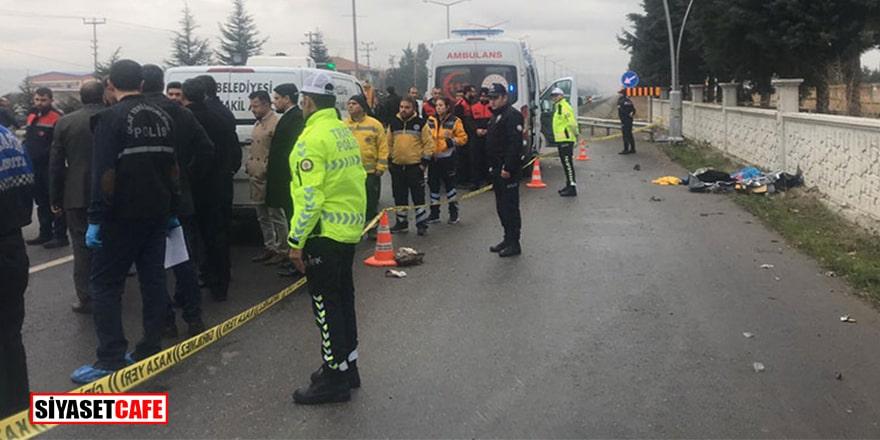 Uşak'ta otomobil, durakta bekleyen yolcuların arasına daldı: 3 ölü