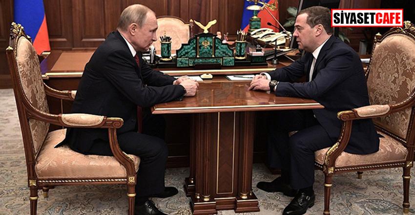 Rusya Başbakanı Dimitri Medvedev:Hükümetin istifa ettiğini açıkladı!