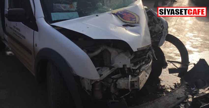 Sakarya'da korkunç kaza:Mahkumları taşıyan cezaevi aracı kamyonla çarpıştı