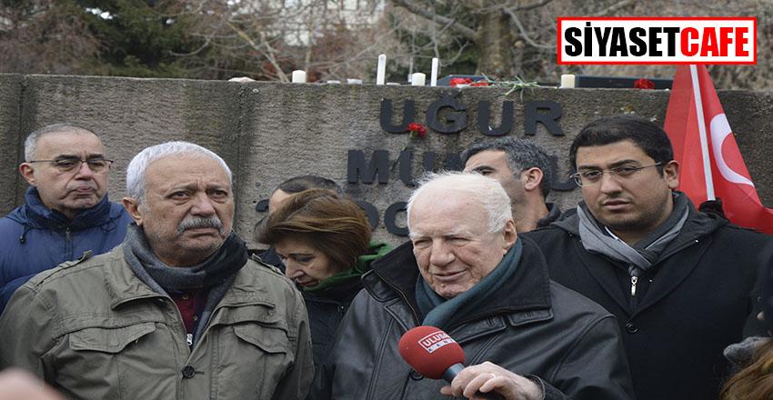 Vatan Partisi Uğur Mumcu'yu ağabeyi ile birlikte Evinin önünde andıVatan Partisi Uğur Mumcu'yu ağabeyi ile birlikte evinin önünde andı