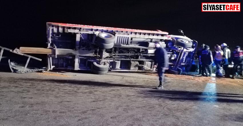 Kocaeli'nde korkunç kaza:Arızalanan 2 otomobili taşıyan çekici devrildi