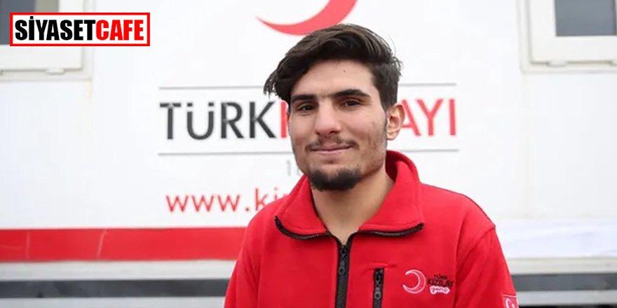 Suriyeli Mahmud şimdi de Kızılay gönüllüsü oldu