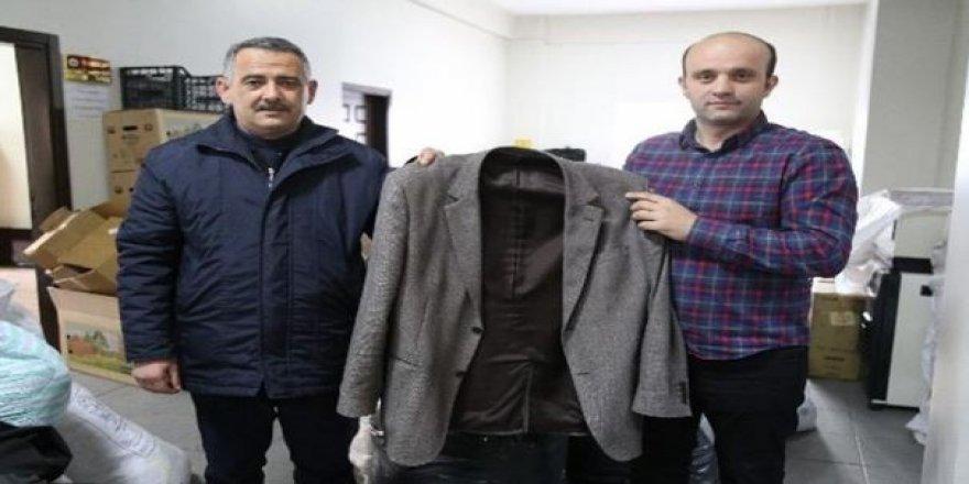 Deprem yardımı için gönderilen ceketten 10 bin lira çıktı