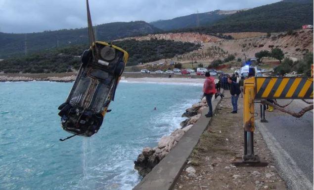 Korkunç son: Aracını denize sürdü, intihar etti