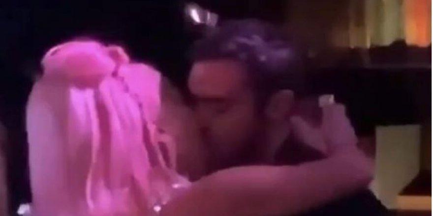 Ünlü şarkıcının çıplak görüntüleri internete düştü