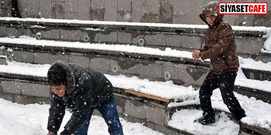 Ağrı'da eğitime kar molası!