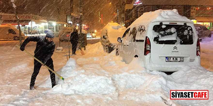 Van'da kar 1 metreyi geçti! Eğitime 2 günlüğüne ara verildi