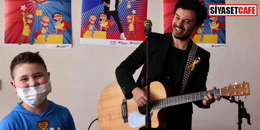 Şarkıcı Buray kanserle mücadele eden çocukları ziyaret etti