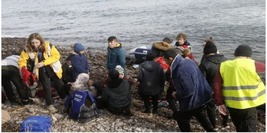 Göçmenler Yunanistan'a ulaştı, işte ilk görüntüler