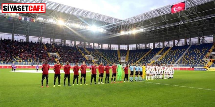 Tüm futbol karşılaşmalarında şehitler için saygı duruşu
