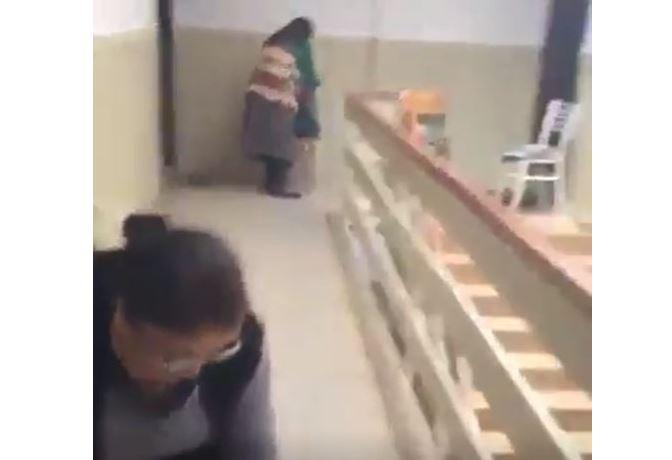 Kadınlar sosyal mesafeyi koruyarak evde gün yaptılar
