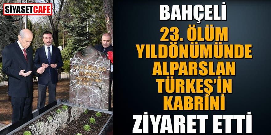 Bahçeli, Başbuğ Türkeş'in kabrini ziyaret etti