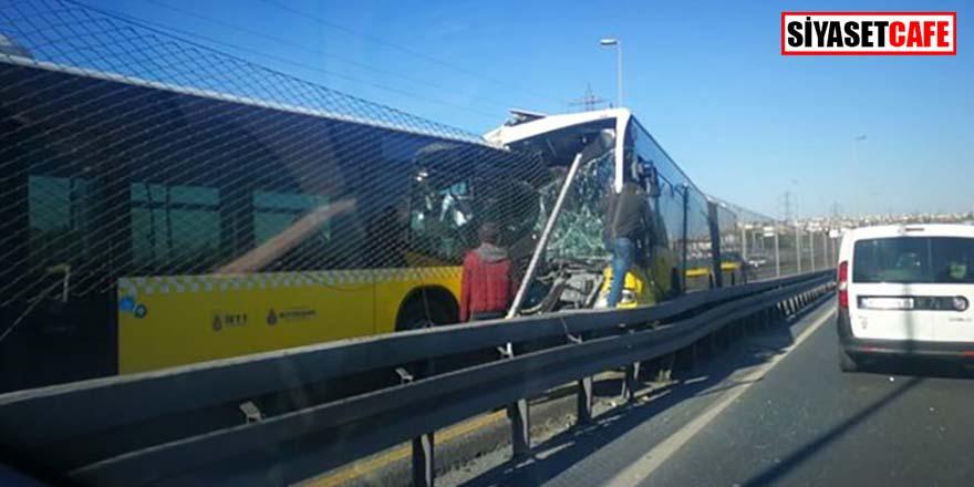 İstanbul'da iki metrobüs kafa kafaya çarpıştı! Seferler durduruldu