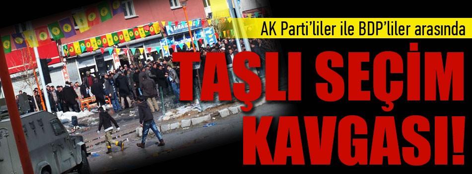 AKP'ilerle BDP'liler arasında taşlı seçim kavgası!