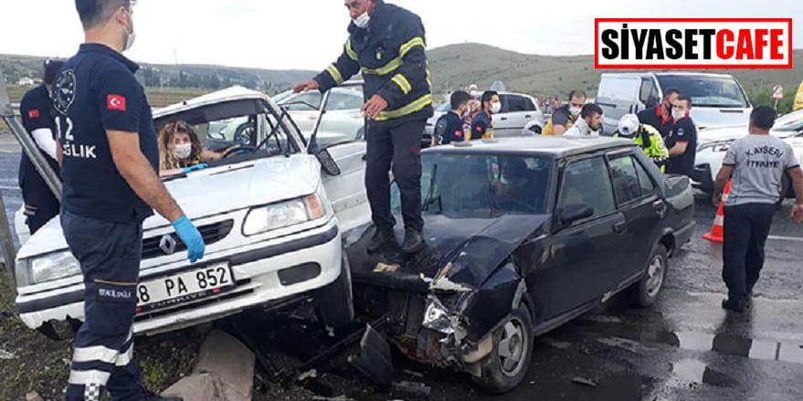 Kayseri'de iki otomobil çarpıştı: 9 yaralı!