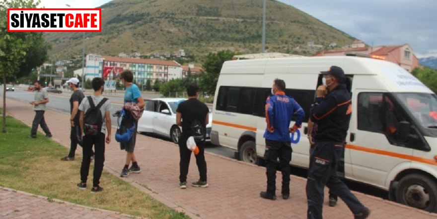 AFAD dağda mahsur kalan 8 genci kurtardı