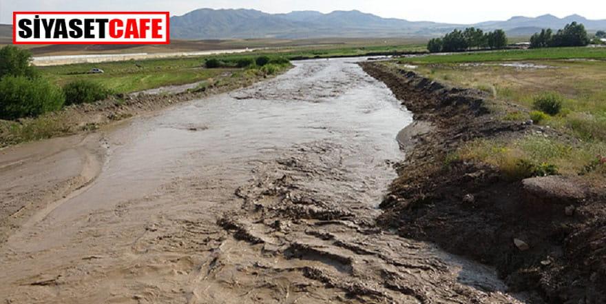 Van'daki sel; tren raylarını ve tarım alanlarını zarara uğrattı