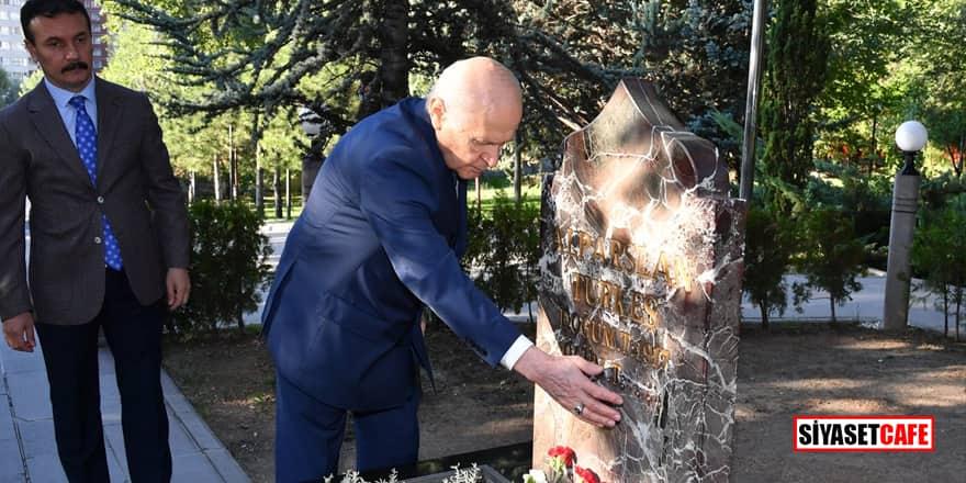 MHP Lideri Bahçeli, Başbuğ Alparslan Türkeş'in kabrini ziyaret etti