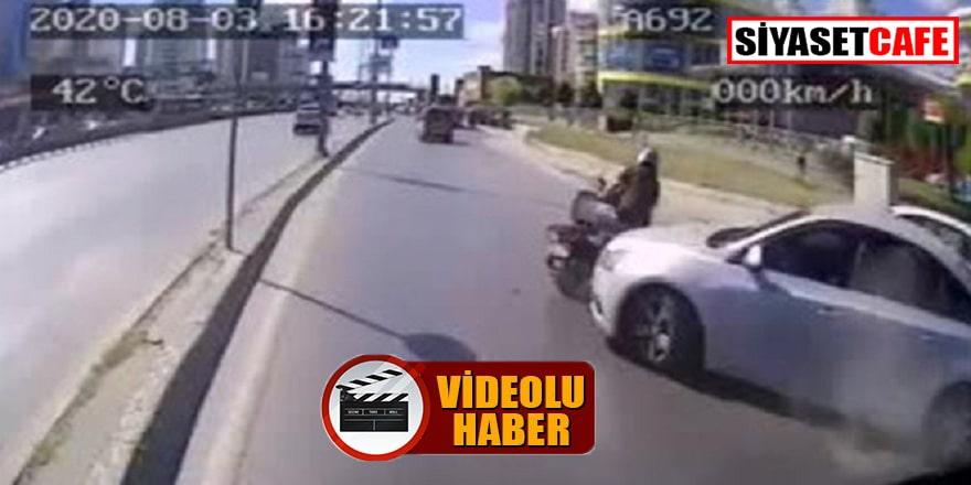 Halk otobüsü motosikletliyi ezmemek için refüje çıktı