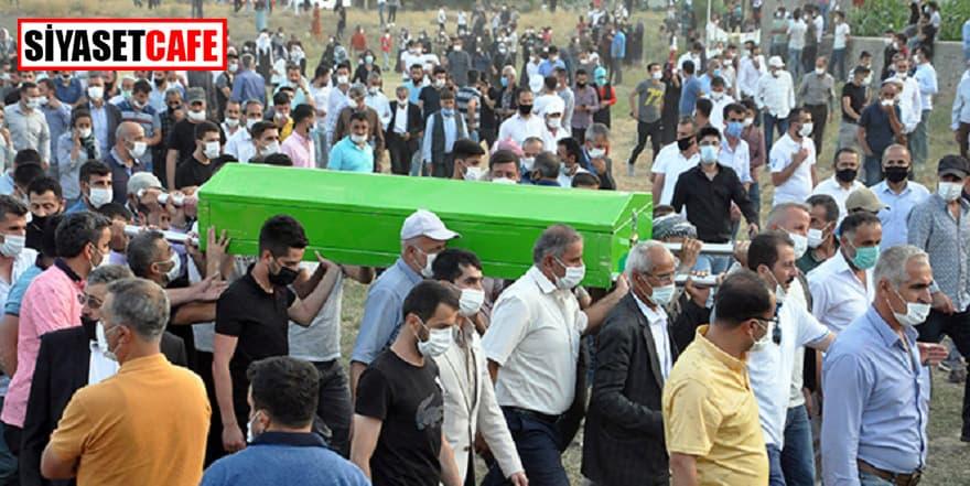 Hakkari'deki kazada ölen 6 kişi defnedildi