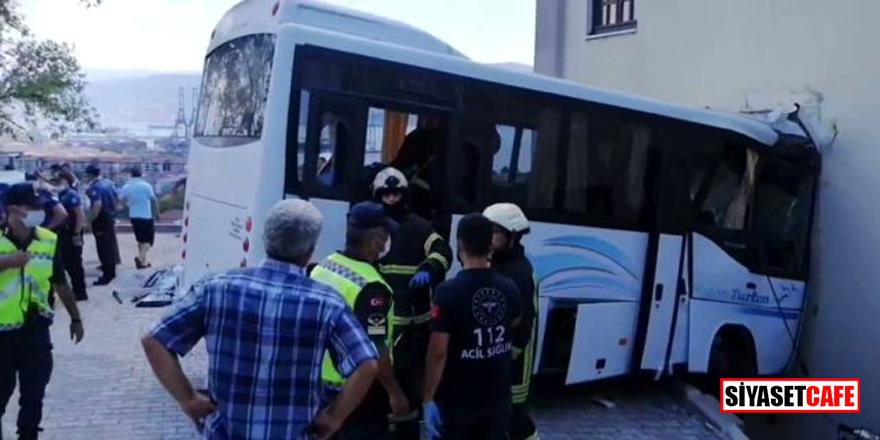 Askerleri taşıyan midibüs cami duvarına girdi: 8 asker yaralı
