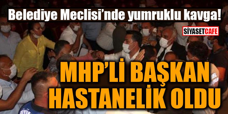 Belediye Meclisi'nde yumruklu kavga! MHP'li başkan hastanelik oldu