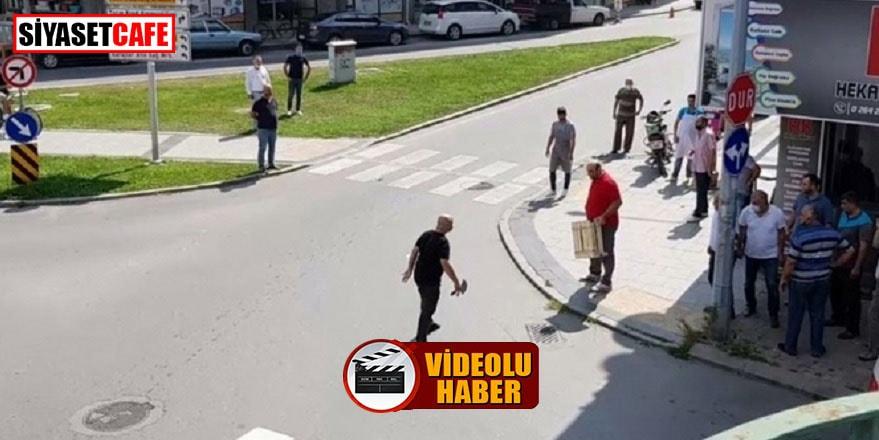 Cadde ortasında satırla saldırdı