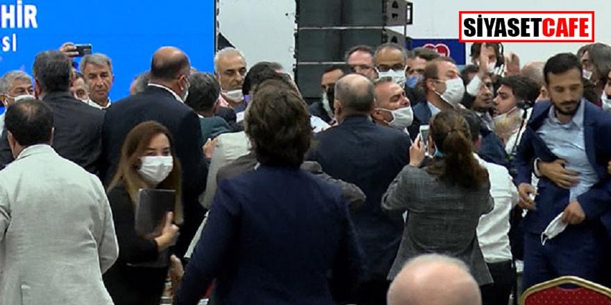 İBB Meclisi karıştı, üyeler arasında kavga çıktı