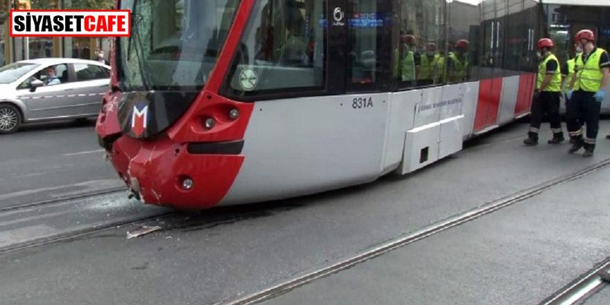 Laleli'de tramvay tur otobüsü ile çarpıştı