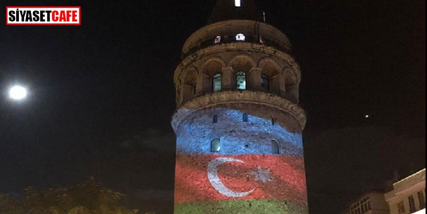 Galata Kulesi'nde Azerbaycan bayrağı dalgalandı