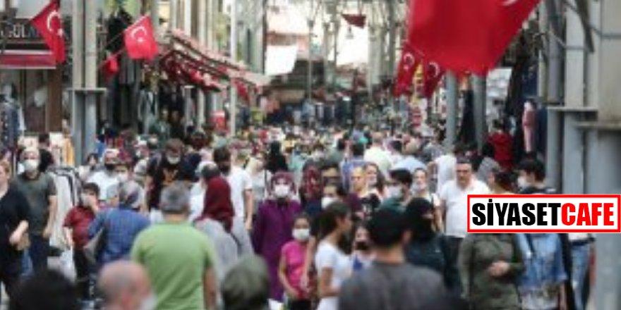 Koronavirüse rağmen akın ettiler! Yer:İstanbul...