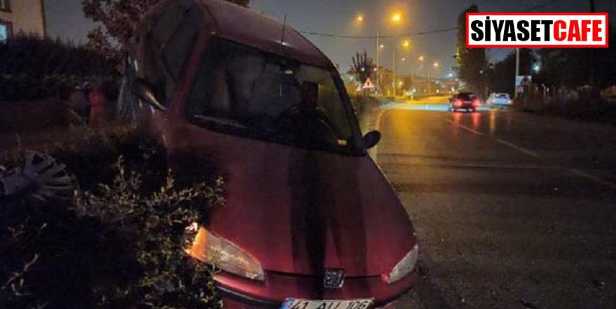 Bursa'daki kazada otomobil bariyerlerde asılı kaldı