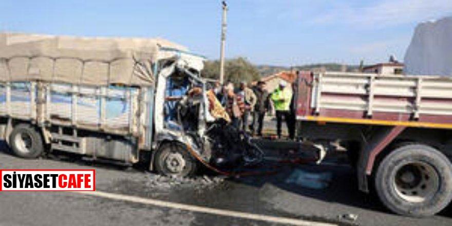 İki kamyon fena çarpıştı! 3 ölü...