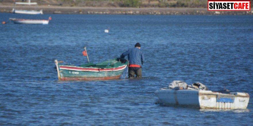 İzmir'de deniz suları çekildi