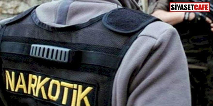 Pes dedirtti: Kadının beline sarılı 1 kilo uyuşturucu bulundu