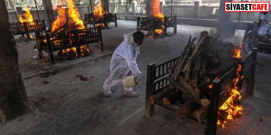 Koronadan ölenler toplu olarak yakıldı