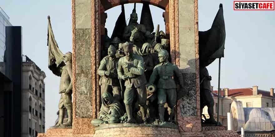 Taksim Cumhuriyet Anıtı'nda eksik: Sancak sopası kayıp