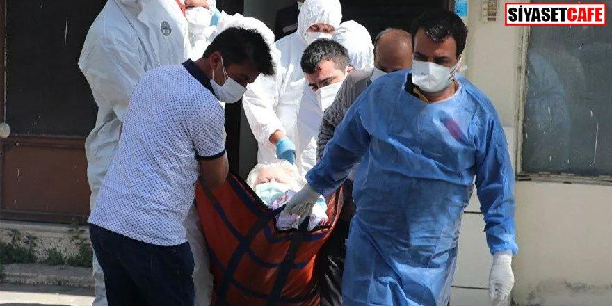200 kilo olan koronavirüs hastası evinde güçlükle çıkartıldı