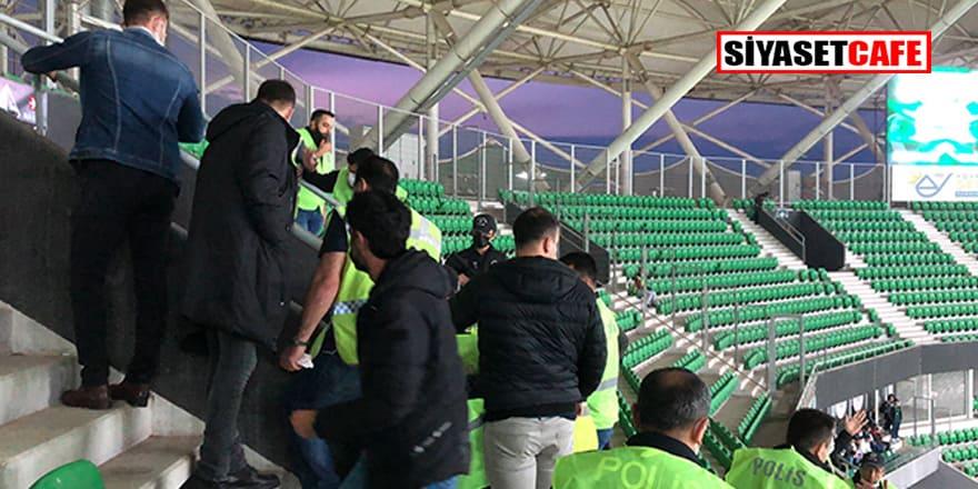 Sakaryaspor - Vanspor maçı taraftarları arasında tehlikeli kavga