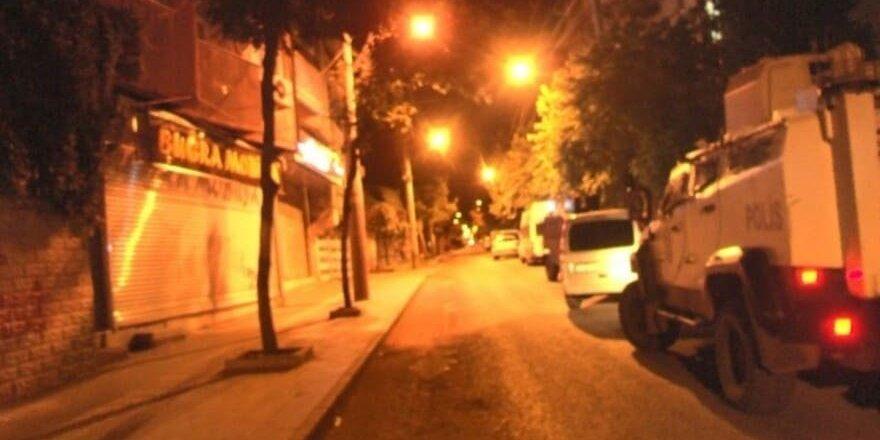 Diyarbakır'da çatışma: Polislere ateş açtılar