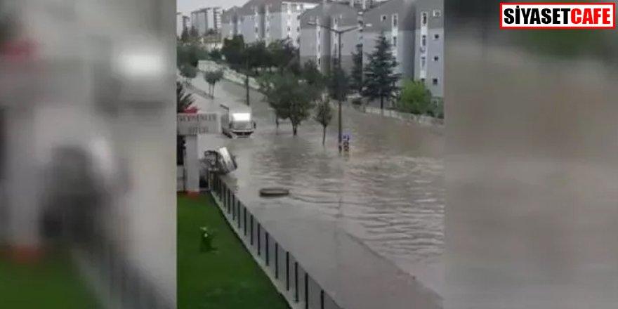 Ankara'da cadde ve sokaklar göle döndü