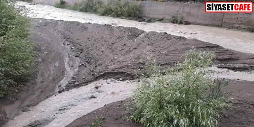 Giresun'da sağanak: Dere taştı, yollar çamurla kaplandı