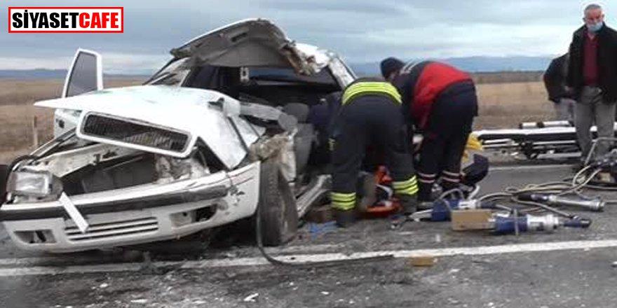 İşçi servisi ile otomobil çarpıştı: 10 yaralı