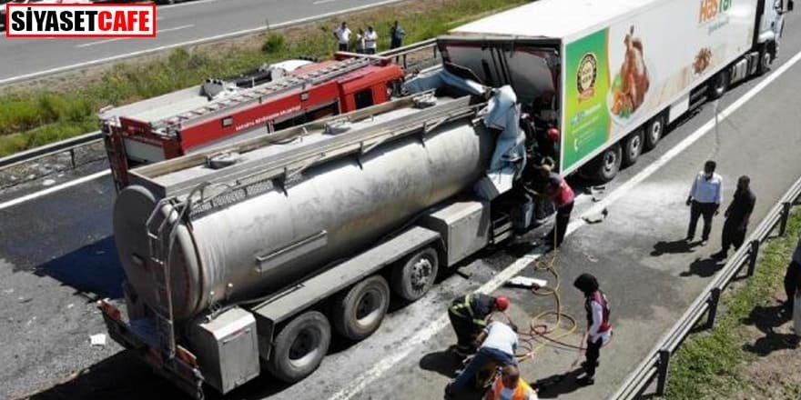 TEM'de zincirleme feci kaza: Tanker tıra saplandı