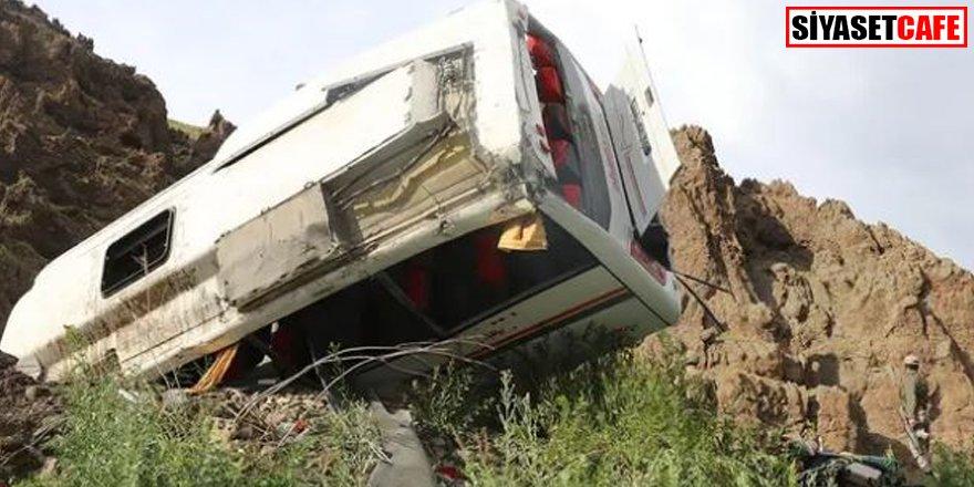 Ağrı'da feci kaza: 20'den fazla yaralı
