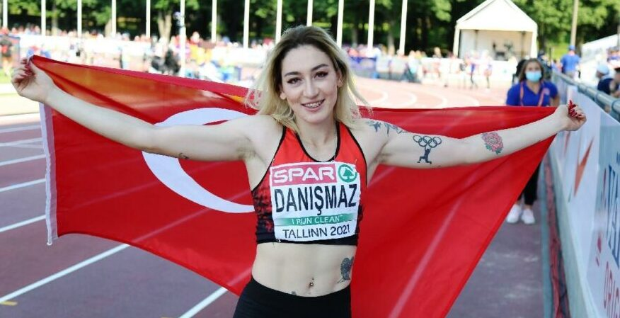 Milli atletimiz Tuğba Danışmaz Türk spor tarihine geçti