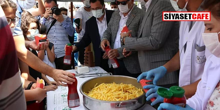 Niğde'de 'Patates Kızartması Günü' kutlandı:  2 ton kızarmış patates dağıtıldı