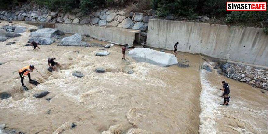 Rize'yi sel ve heyelan vurdu: Kaybolan vatandaşlar aranıyor